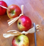Add some raffia bows. Theses will seperate the apples so that they don't touch.